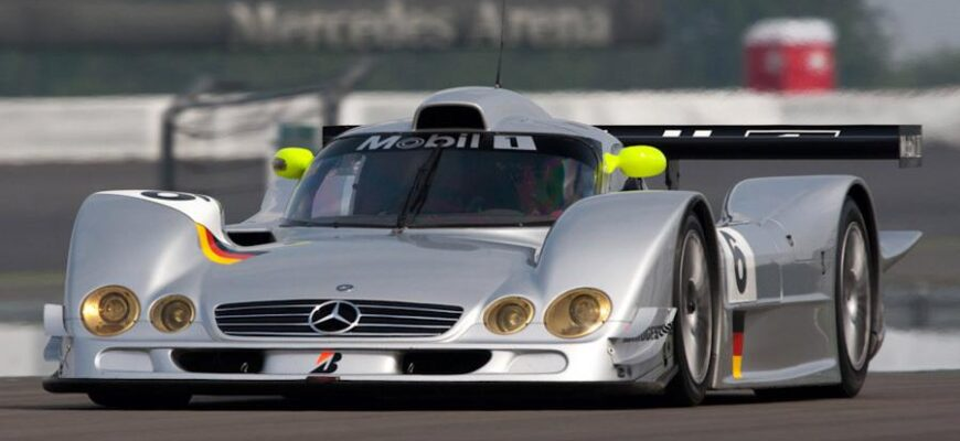 Один их самых зрелищных моментов автоспорта: Mercedes-Benz CLR парил над Ле-Маном