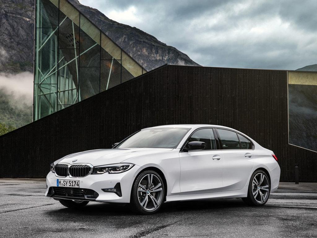 BMW 3-серии, вид спереди