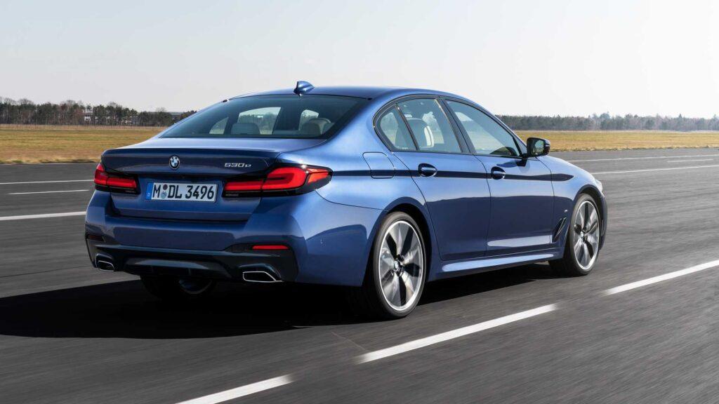 BMW 5-series седан, вид сзади