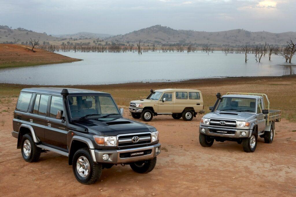 Land Cruiser 70 в разных кузовах