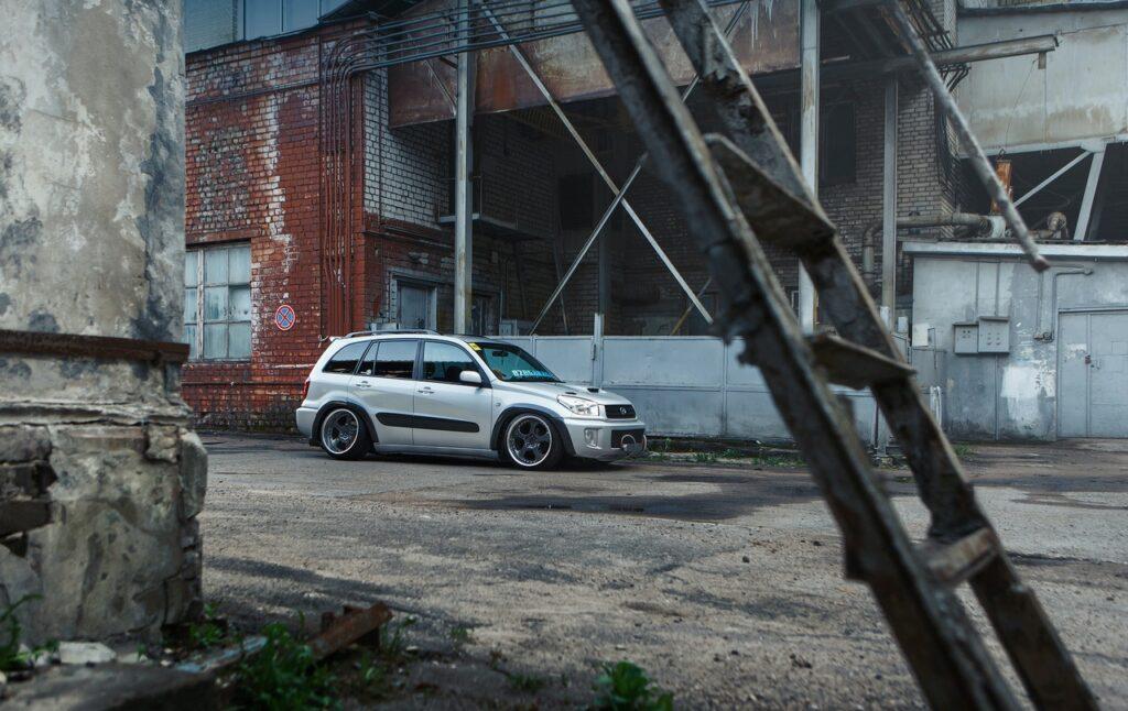 Toyota RAV4 в неожиданном для нее виде