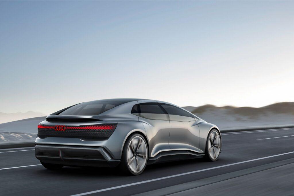 Примечательно, что новинка должна будет перейти в серийное производство сразу нескольких марок концерна – Audi, Porsche и Bentley