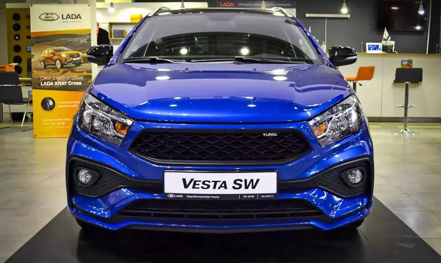 Изначально цвет кузова автомобиля был синим, отдельно же окрасили крышу и боковые зеркала заднего вида в черный цвет, стоимость услуги составила 16 000 рублей