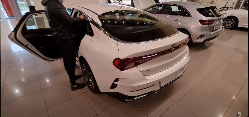 Видео: новая Kia K5 - проблемы уже в салоне?