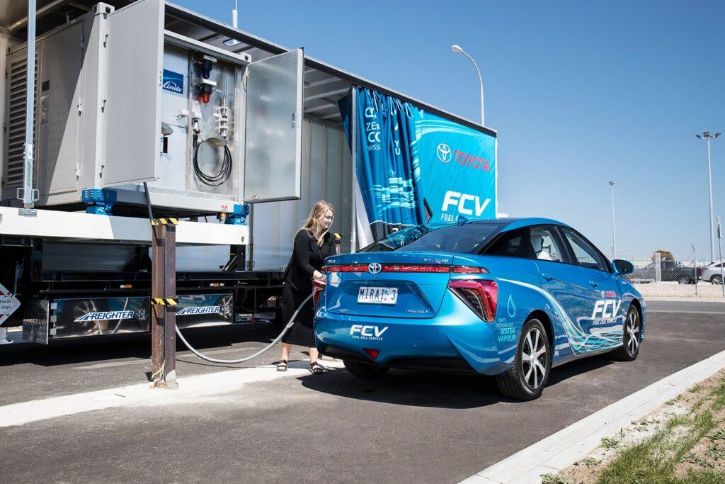 Тем самым станет возможным создать автомобиль, которому не потребуются громоздкие батареи, его можно будет быстро зарядить, а загрязнение атмосферы при его использовании сведется к минимуму