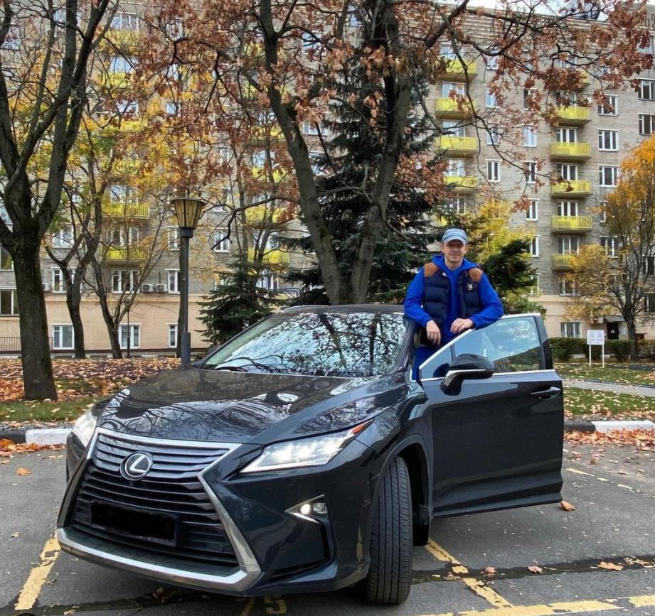 Антон Комолов со своим Lexus RX