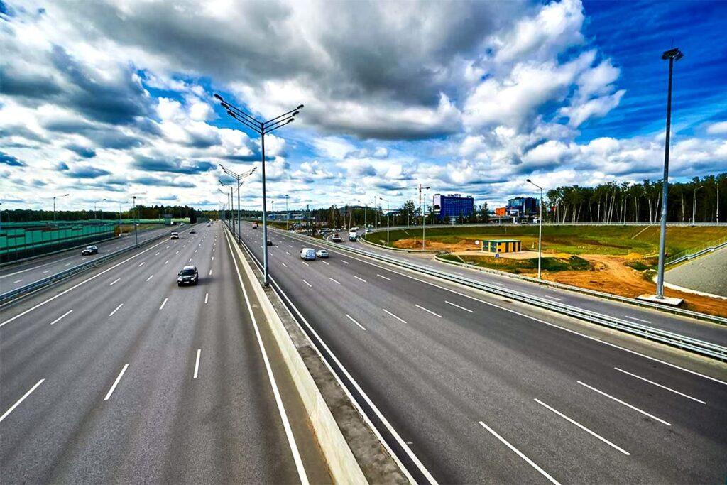 Данная мера послужит хорошей базой для внедрения новых платных участков дорог с так называемым свободным проездом