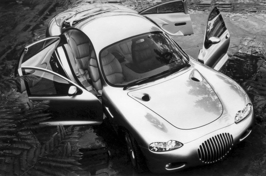 Chrysler 300 Concept с открытыми дверьми