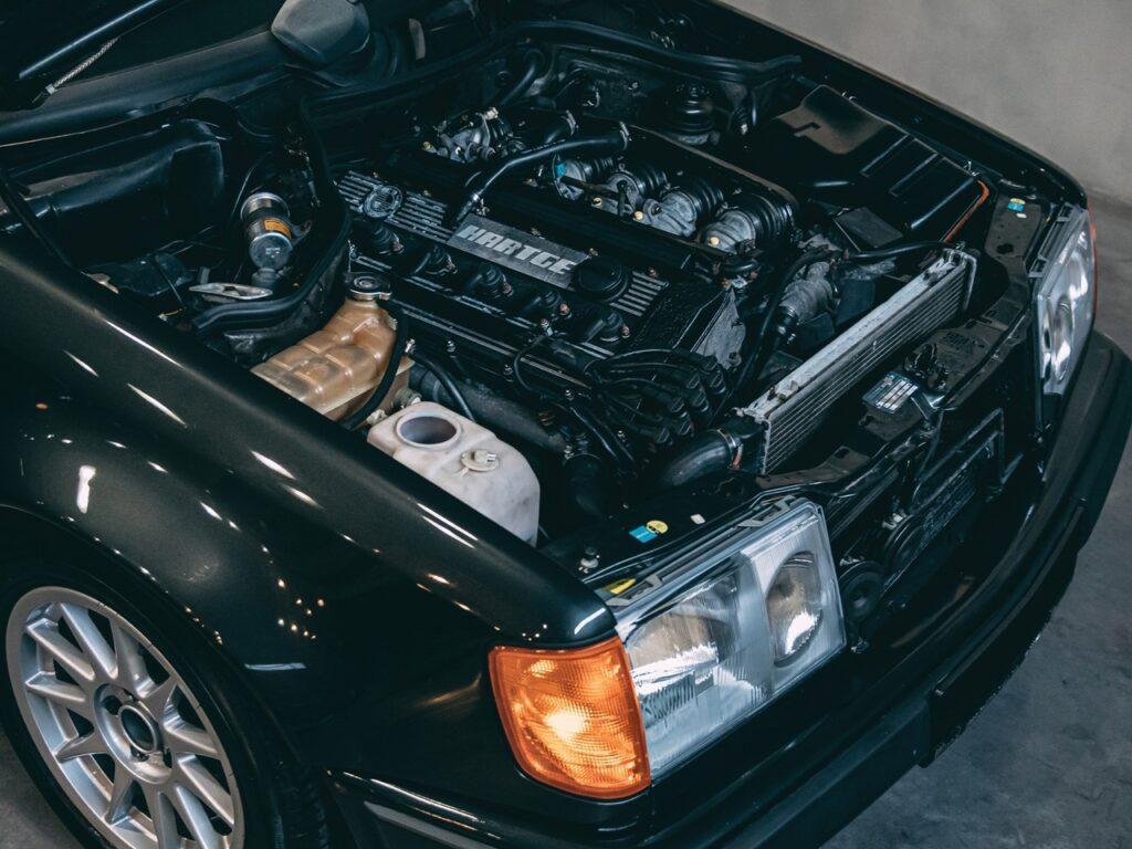 Mercedes-Benz с мотором от BMW прямиком из 80-х