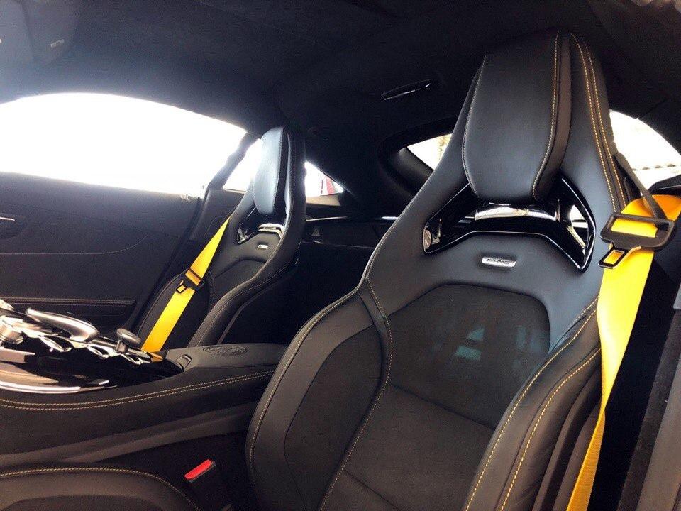 Mercedes-AMG GT R - настоящая акула автомобильного мира