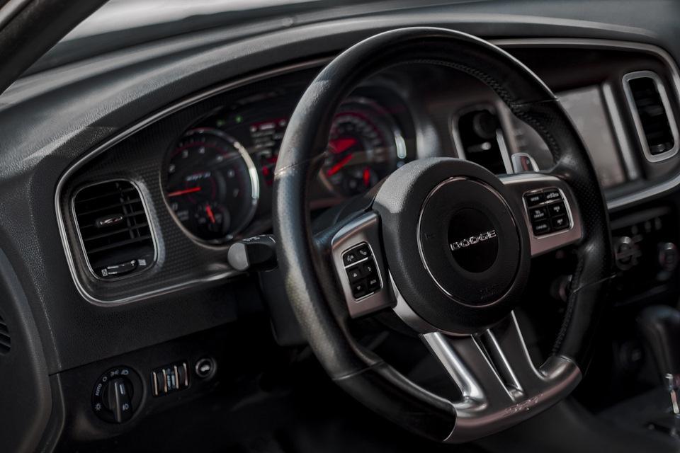 """Dodge Charger SRT8 - """"уличные и гоночные технологии"""""""