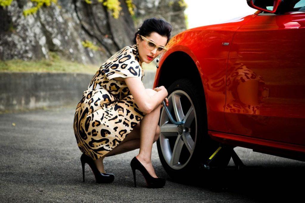 Тина Канделаки с автомобилем