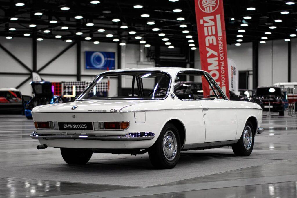 BMW 2000 - ретро-мобиль возрастом более 50 лет в идеальном состоянии