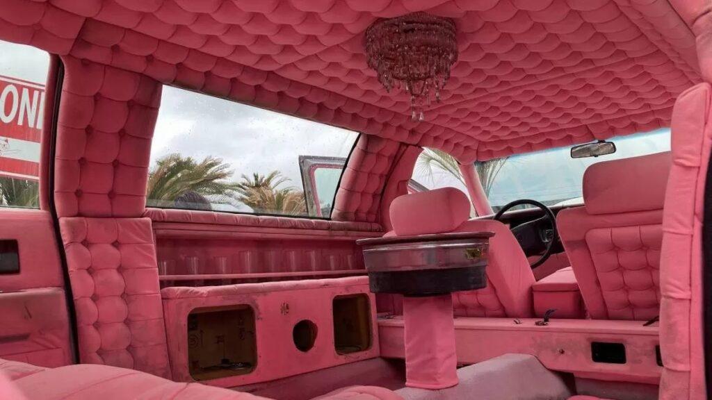 Всего за 270 000 рублей можно стать обладателем такого лимузина