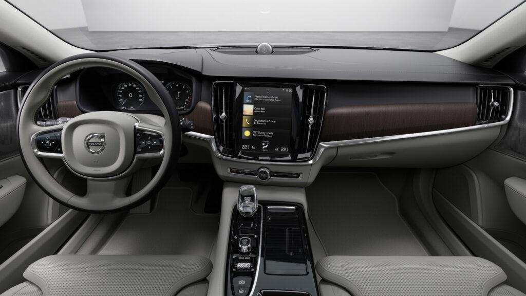 Обзор обновленного шведского седана Volvo S90