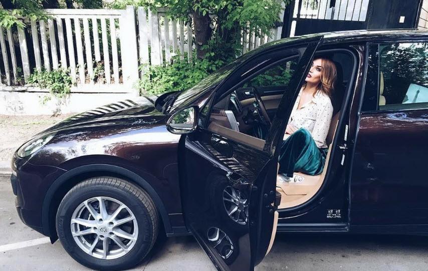Алена Водонаева за рулем