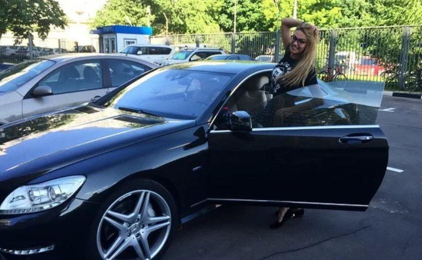 Водонаева со своим Mercedes CL