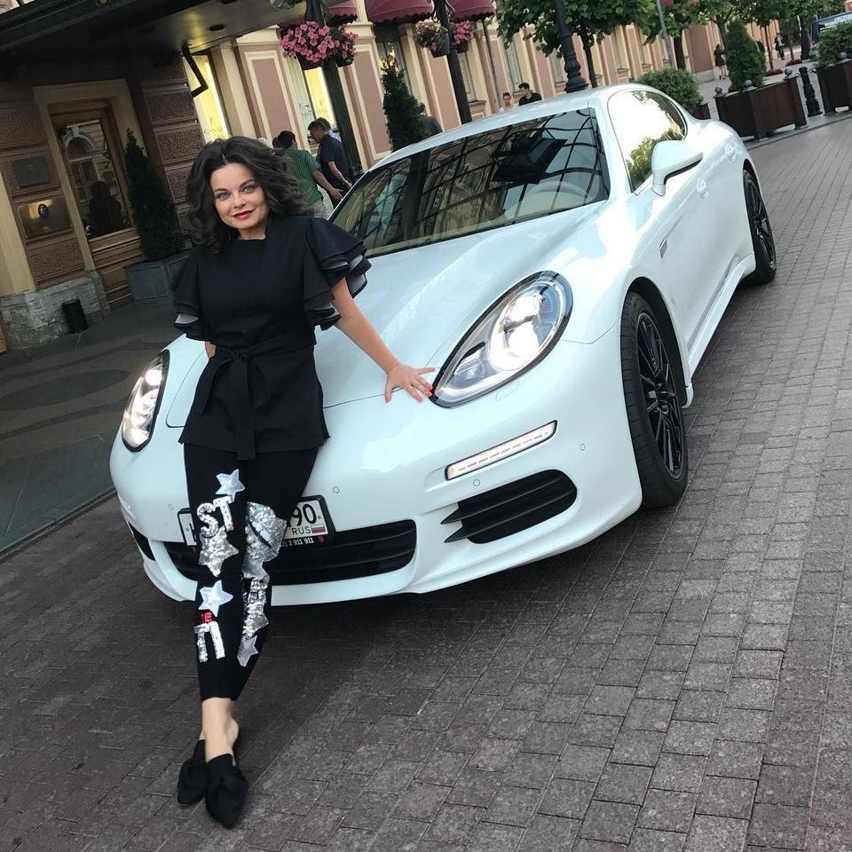 Наташа Королева с автомобилем