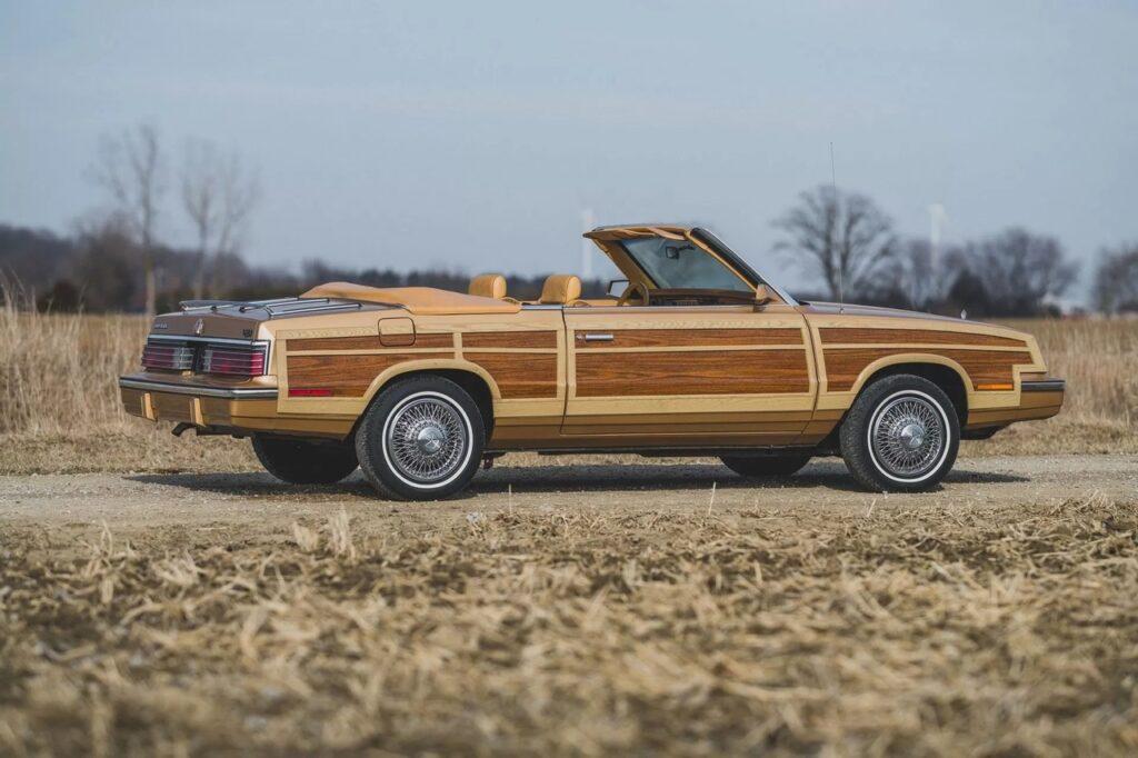 """""""Деревянный"""" кузов Chrysler LeBaron Town and Country - один из самых необычных Крайслеров"""