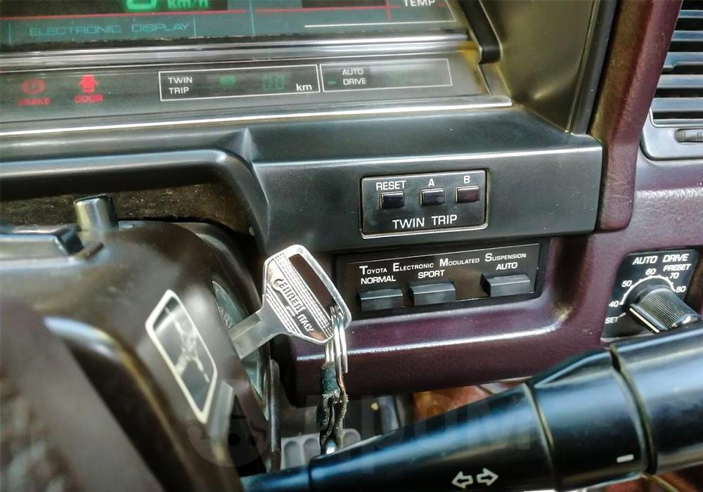 Toyota Soarer возрастом 40 лет, которая опередила свое время по технологиям