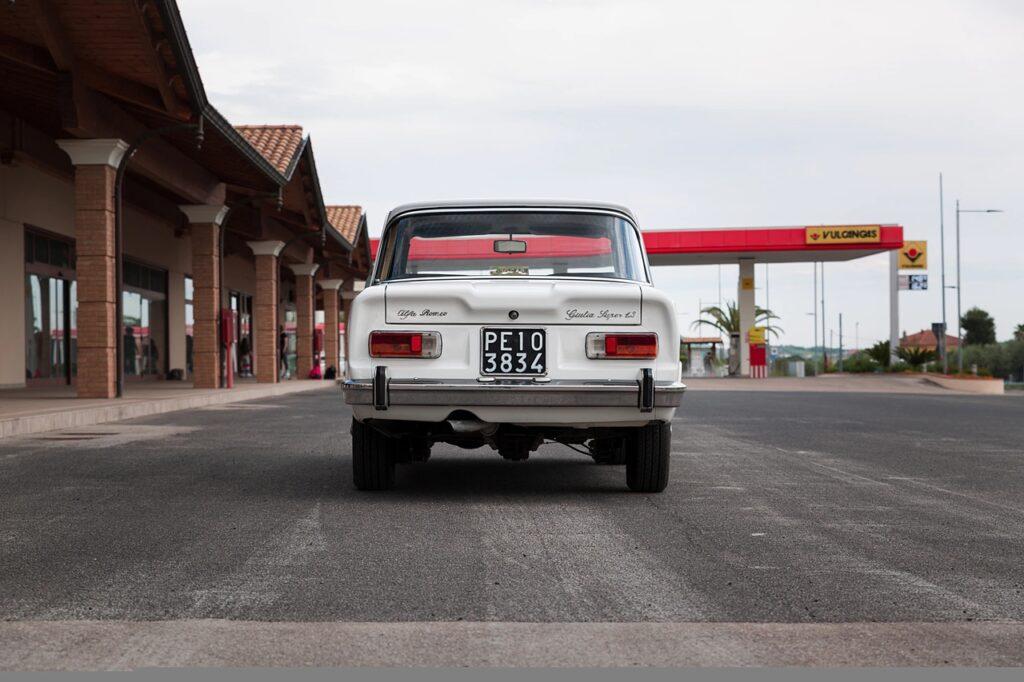 "50-летний автомобиль типа ""ретро"" можно купить всего за 500 000 рублей?"