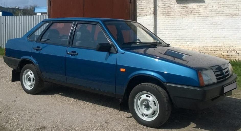 ВАЗ-21099 версия «Люкс» с окраской кузова «металлик»