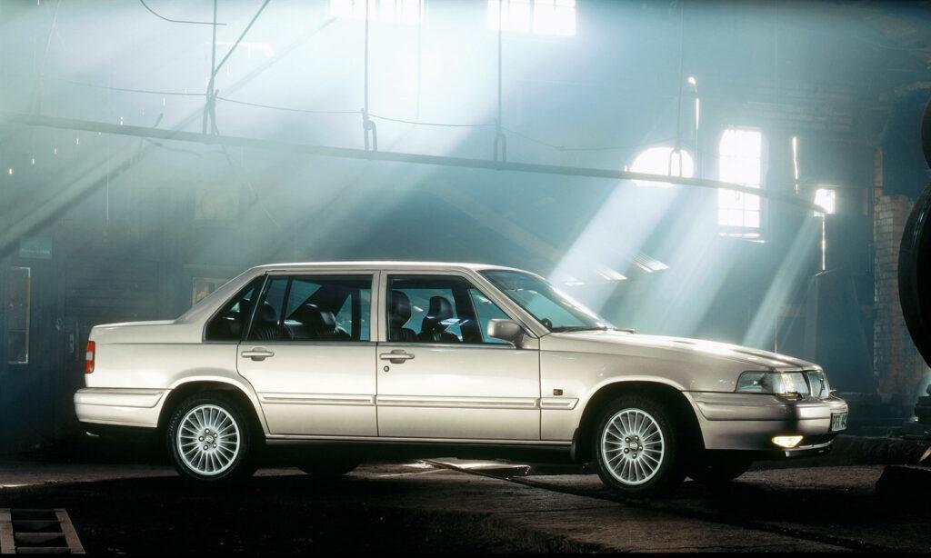 Представительский седан Volvo 960 1 поколения