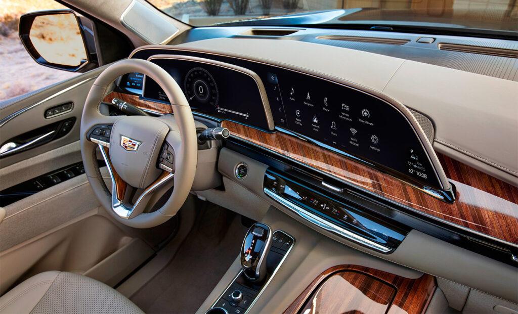 Крупный 38-дюймовый дисплей Cadillac Escalade 2021