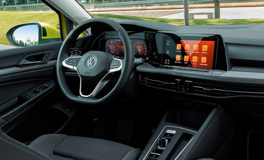 Приборная панель и мультимедиа-центр Volkswagen Golf