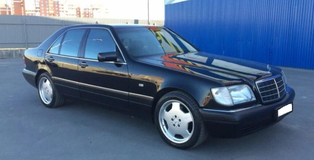 Состояние кузова старого Mersedes W140 не вызывает нареканий даже после 25 лет непрерывной эксплуатации