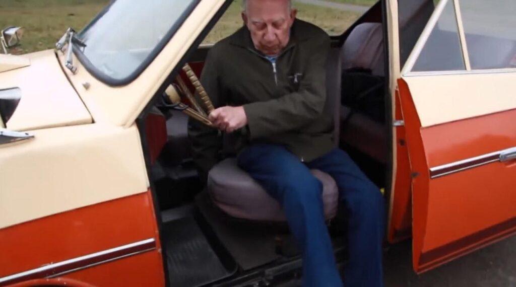 Поворачивающееся кресло водителя