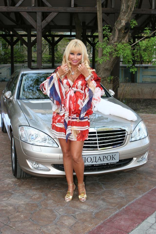 Маша Распутина со своим Mercedes