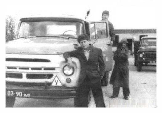 Юра Хой рядом с ЗИЛ-130