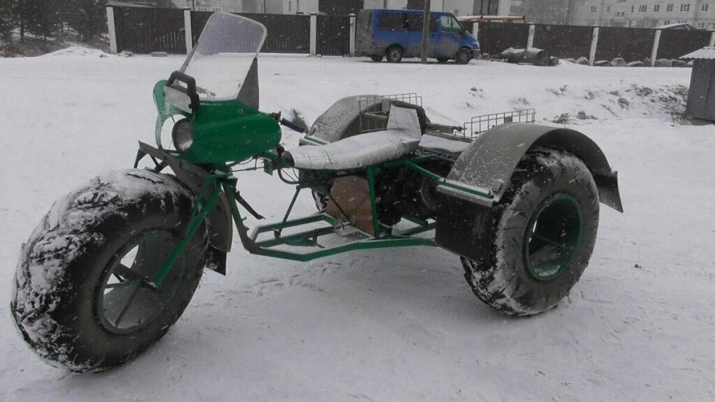 Простая модель с мотоциклетным двигателем покрышками от серийной сельхозтехники
