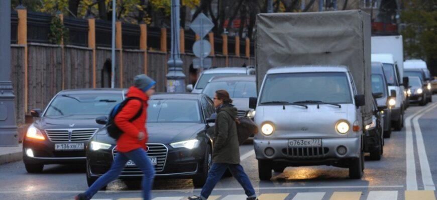 Нужно ли ждать, когда пешеход пройдёт пешеходный переход до конца?