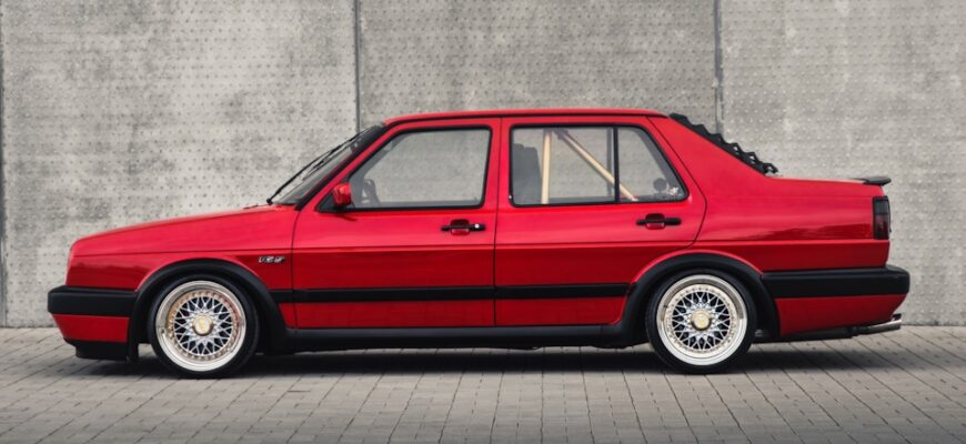 Стильная Volkswagen Jetta 1988 года выпуска - красная фурия