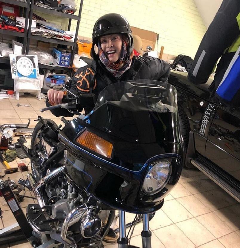 София Ротару позирует с мотоциклом
