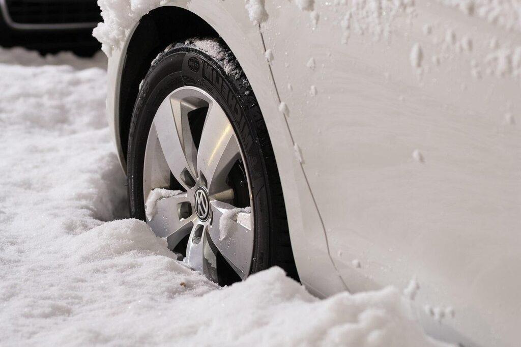 Например, если автомобиль застрял в сугробе, следует отключить EPS, но не на всех моделях есть такая возможность