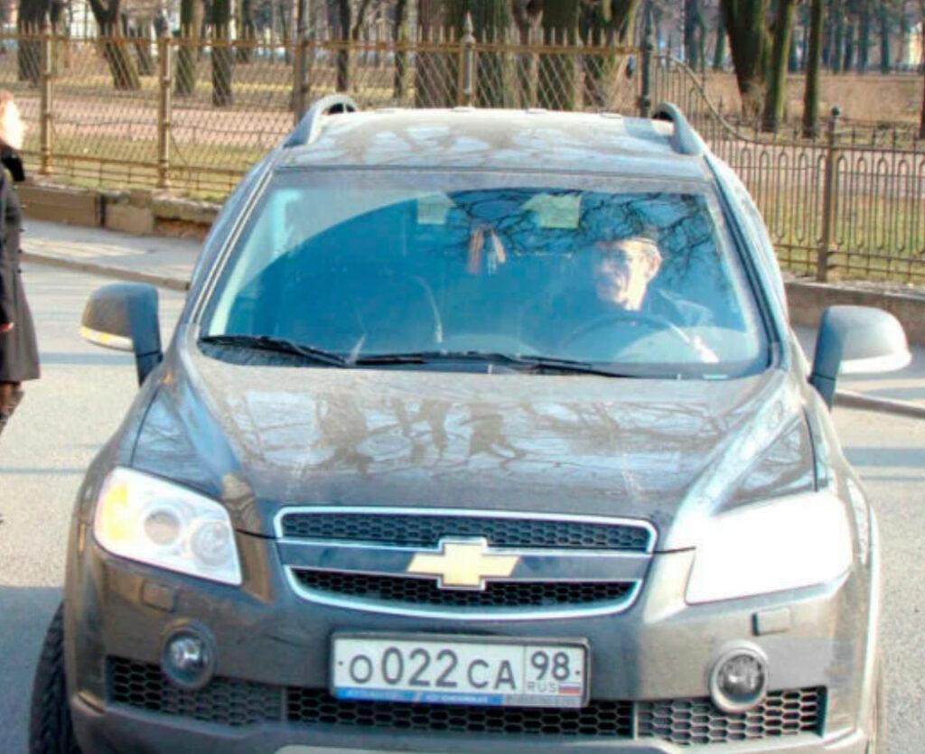 Боярский в своем Chevrolet Captiva