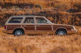 Chrysler LeBaron Town & Country 1985 года - или как выделиться в потоке