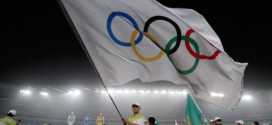 Какие автомобиля дарят олимпийским чемпионам в РФ и мире?