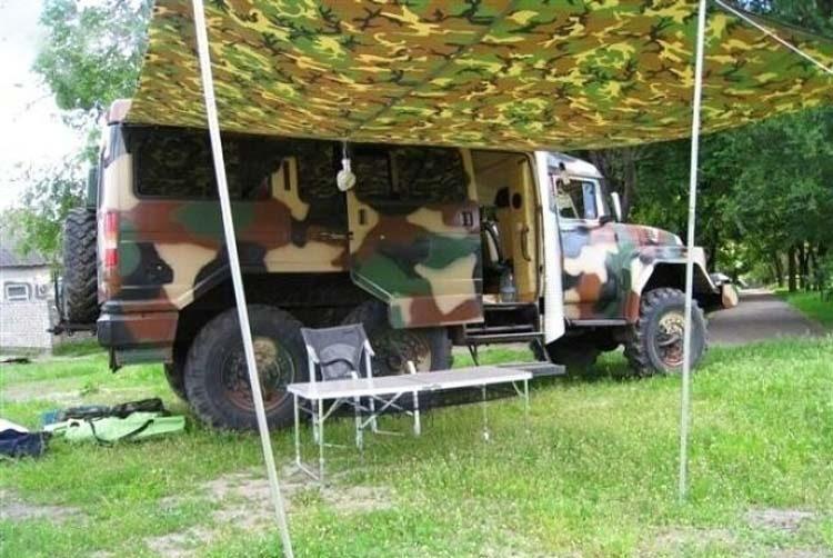 С помощью тента можно быстро организовать место для пикника, защищенное от дождя и солнца