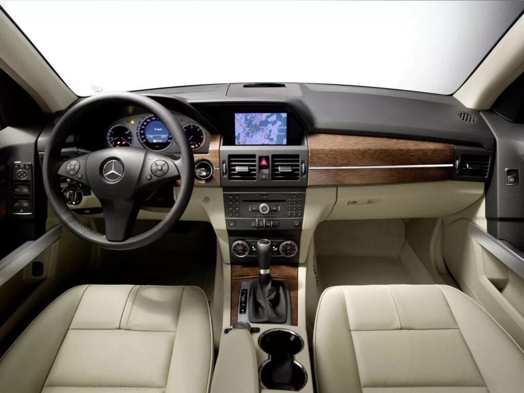 В расширенной комплектации Mercedes-Benz GLK обеспечивает высокий уровень комфорта