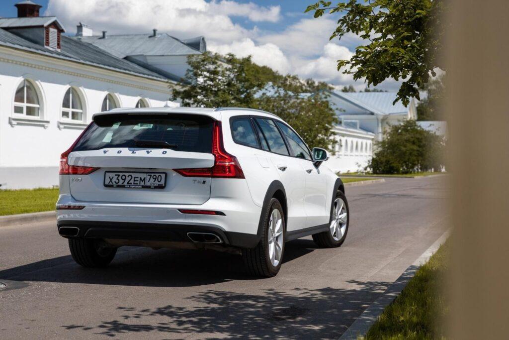 С любого ракурса шведский автомобиль выглядит проще