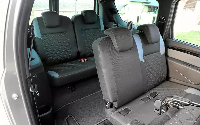 Комфортные места для пассажиров второго и третьего ряда