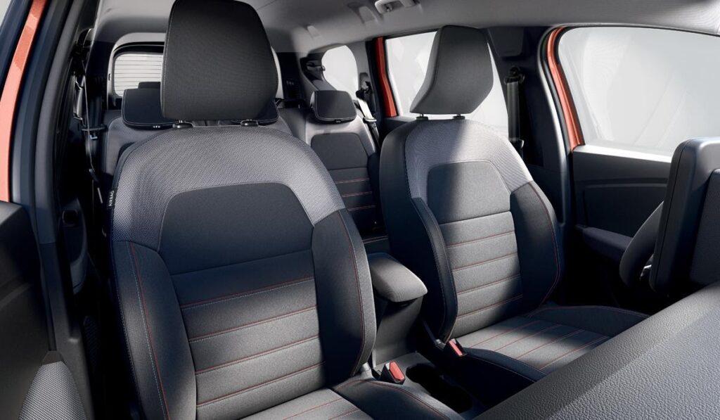 Сиденья водителя и переднего пассажира с эффективной боковой поддержкой
