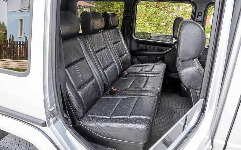 Комфортный «трехместный диван» Mercedes