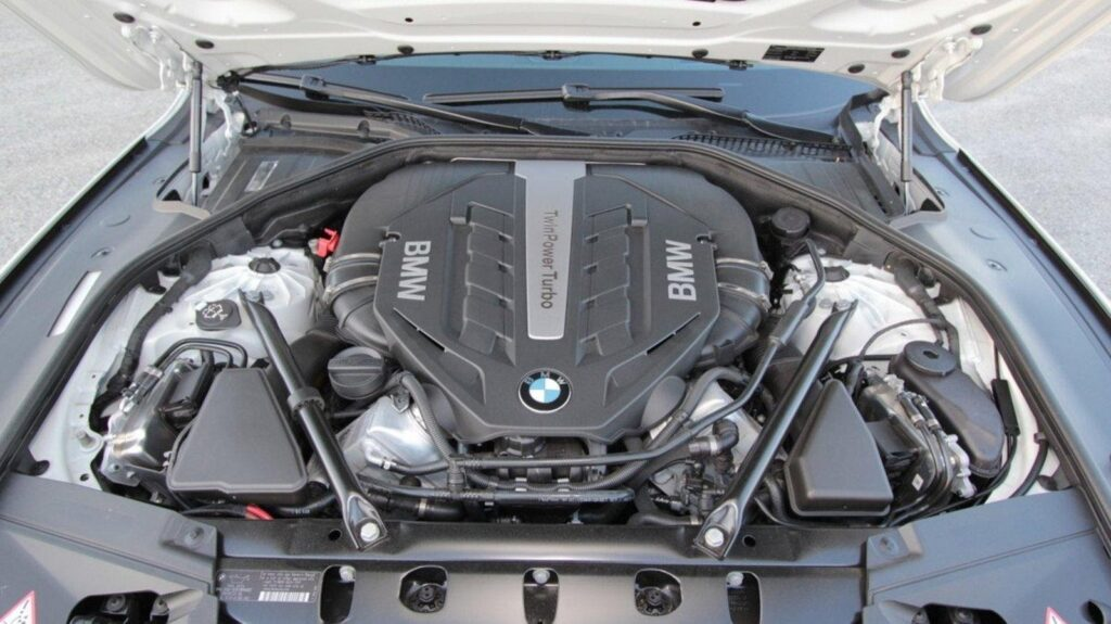 Мотор BMW серии N63