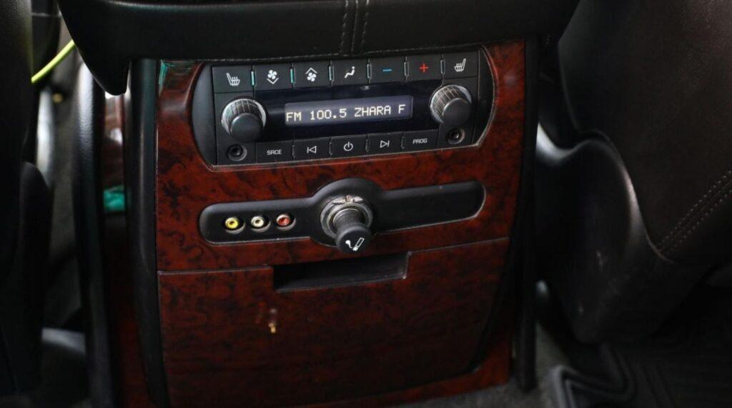 Блок управления и дополнительные функциональные устройства для пассажиров заднего ряда