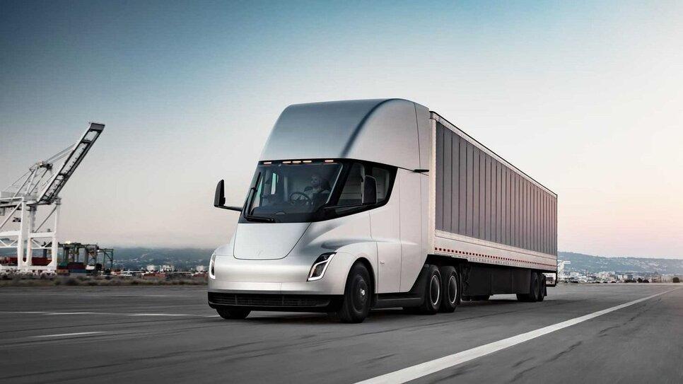 Tesla Semi – 800 км